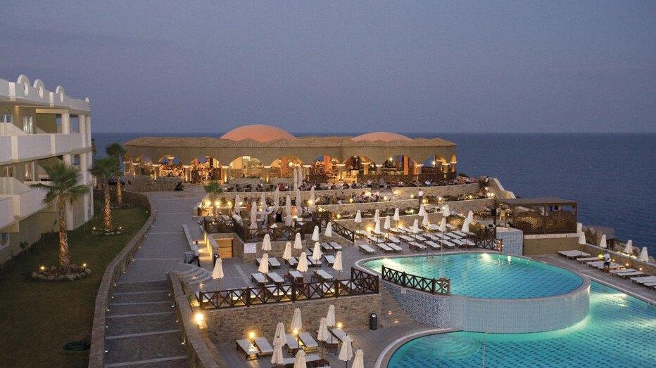 Die besten award hotels f r ihren infinity pool in for Designhotel griechenland